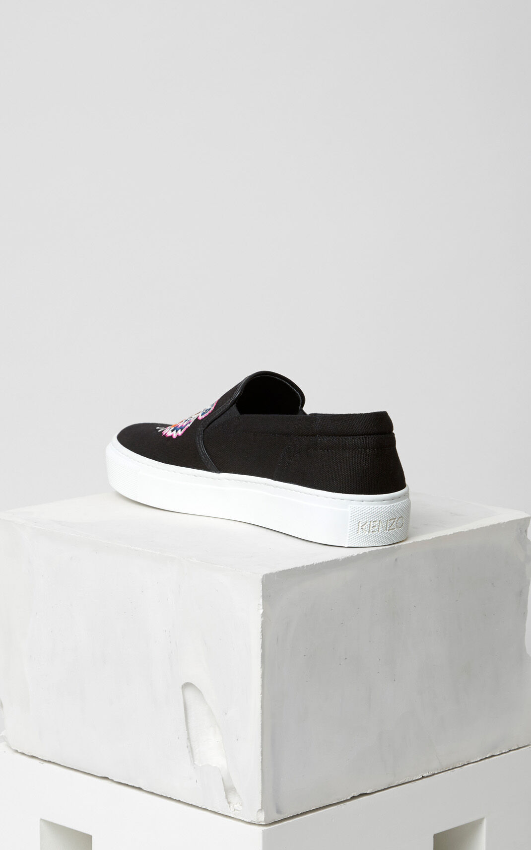 BLACK Tiger Slip-on for unisex KENZO